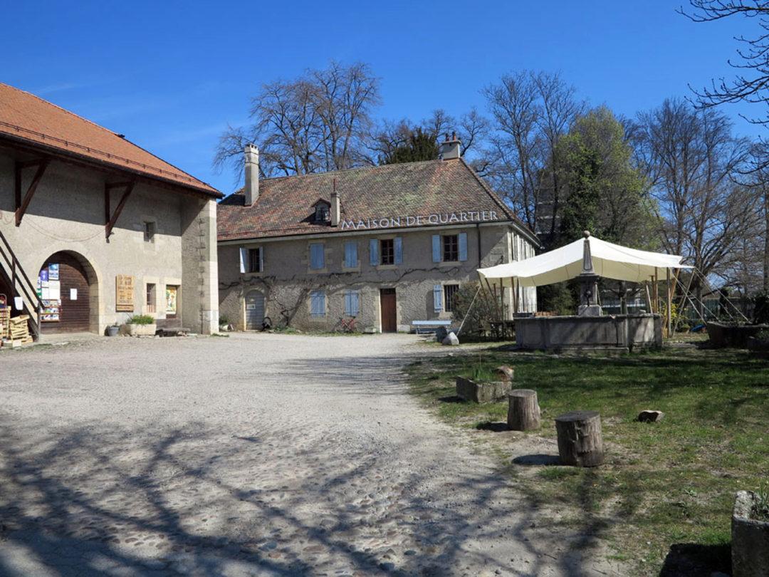 Cour de la ferme de Budé avec la Maison de quartier